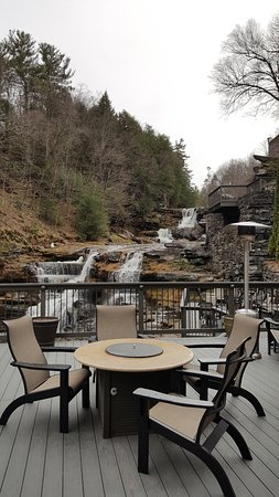 Ledges Hotel: View of common deck and falls
