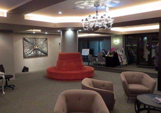 M Hotel: Lobby