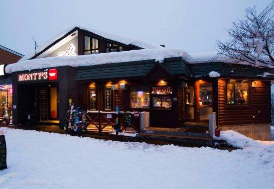 M Hotel: Monty's Tavern