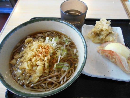 Nirasaki, Japan: かけそばとハムたまご天
