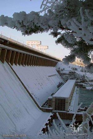 Bratsk, Russia: Братская ГЭС зимой. Город Братск, Иркутская область.