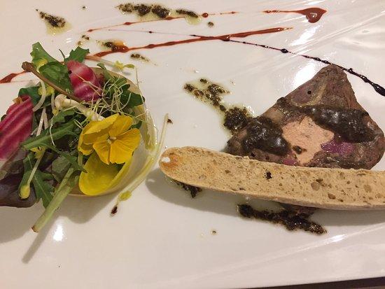 Badefols-sur-Dordogne, Francia: Entrée (foie gras & confit de canard)