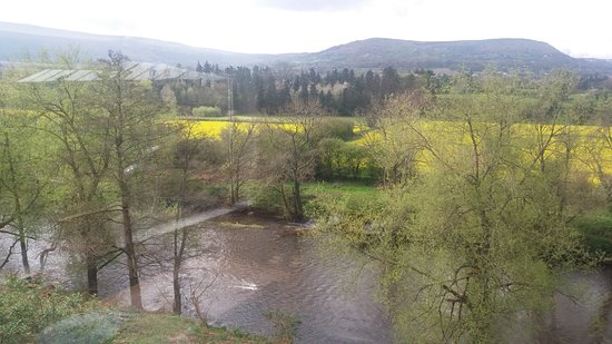 Llanwenarth, UK: View from the restaurant