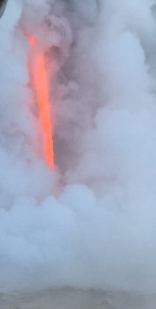 Pahoa, هاواي: If you have never seen a volcanic lava flow this is a great way to see it. The captain got us ve
