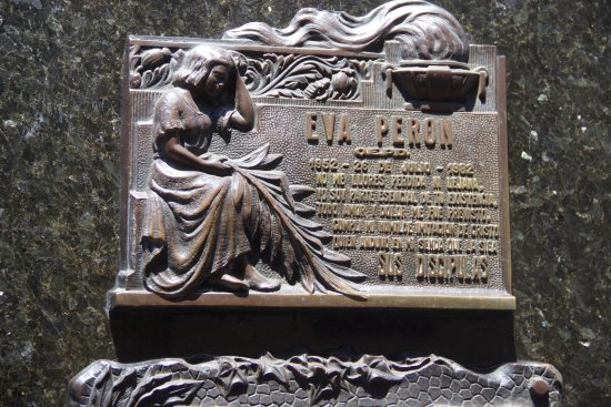 Buenos Aires Walking Tours : Plaque on Evita's Tomb