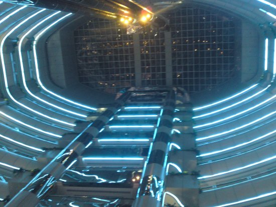 Emirates Concorde Hotel & Residence : inside foyer area looking up at night