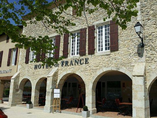 H tel de france saint justin 21 place des tilleuls for Hotel france numero