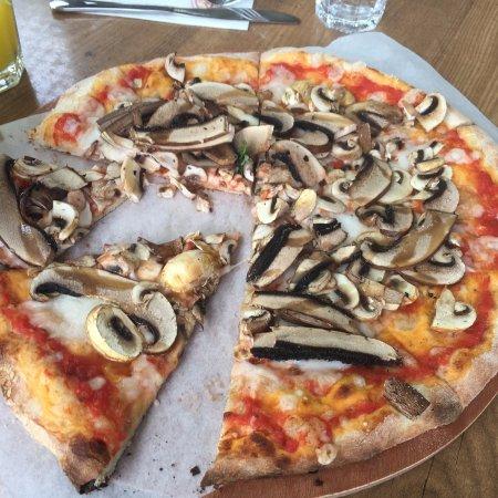 Cookia: Vegan Mushroom Pizza