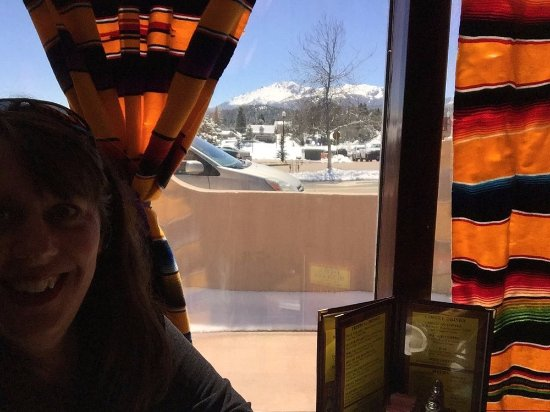 Woodland Park, CO: Our magnificent view of Pikes Peak from our window booth