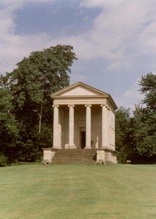 Helmsley, UK: Ionic Temple at  Rievaulx Terrace © Robert Bovington