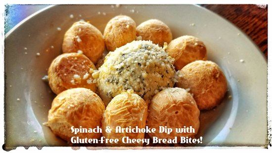 Mountain Home, Αρκάνσας: scratch made Spinach & Artichoke dip with gluten free cheese bread bites