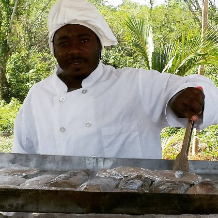 Cousins Cove, Jamaica: Steam Roast Yaard