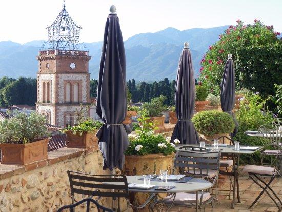Ortaffa, Frankrike: La Grande Terrasse pour savourer un délicieux petit déjeuner
