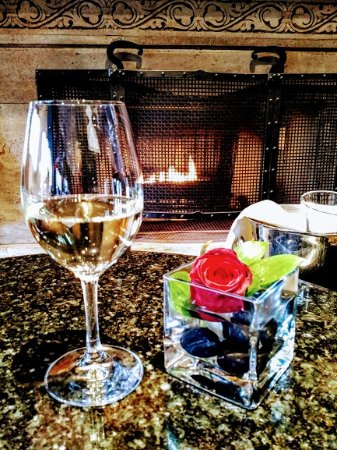 Bacchus Restaurant & Lounge: A fine glass of wine by a beautiful fireplace with light piano. I love the Wedgwood!