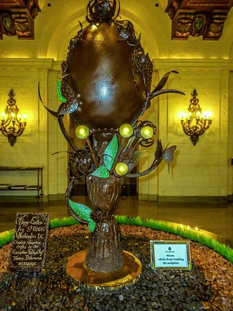 The St. Regis Washington, D.C.: chocolate tablet with egg information and 3' chocolate egg