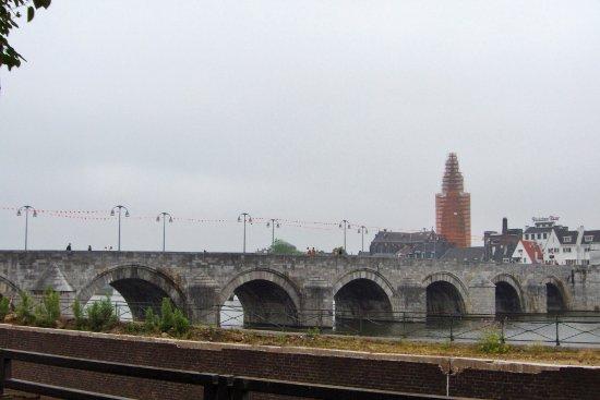 Saint Servaasbridge: Roman bridge- Saint Servaas