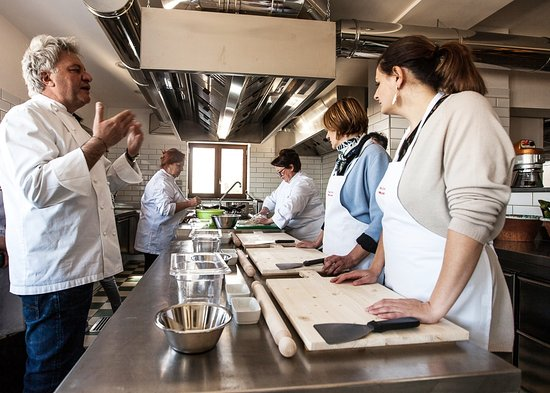 Vico Equense, Italy: Cooking with Chef Peppe at Nonna Rosa Cooking School!
