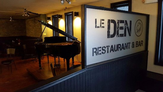 Grand Falls, Canadá: Grand Piano Wagner at Le Den