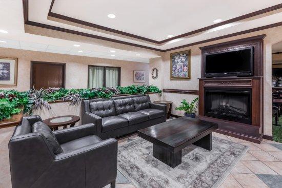Baymont Inn & Suites Grand Rapids N/Walker: Hotel Lobby