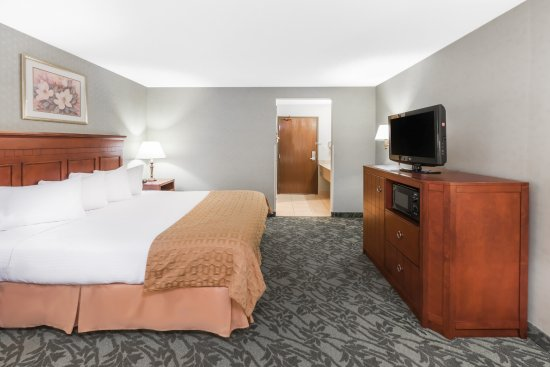 Baymont Inn & Suites Grand Rapids N/Walker: Standard King Room