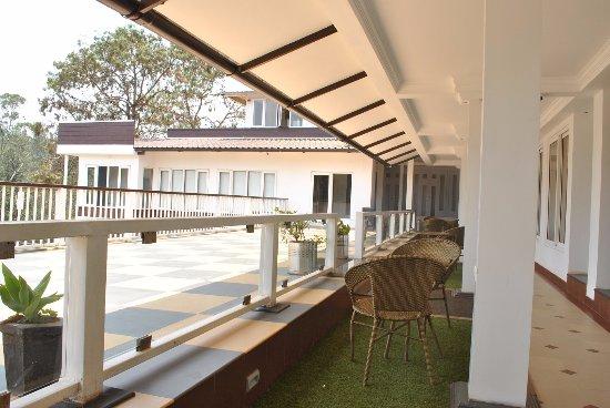 Hotel Darshan Ooty: On 3rd floor in front of room