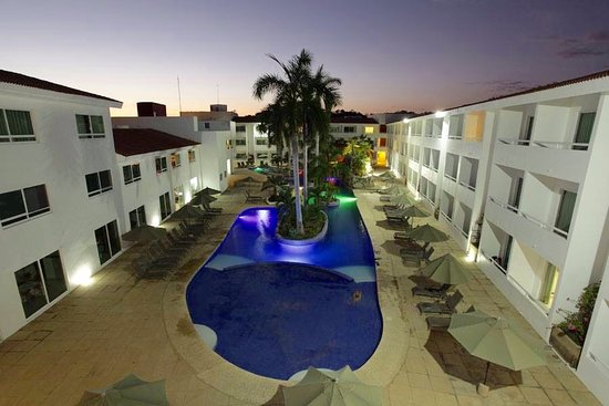 La Isla Huatulco & Beach Club