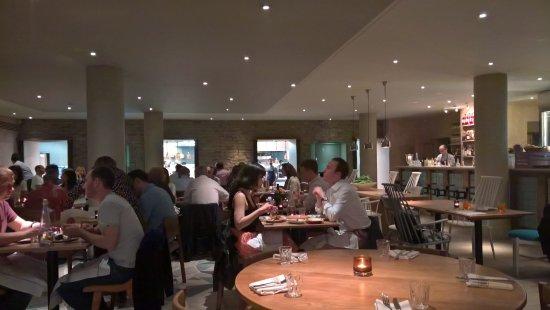 l\'interno con cucina a vista - Picture of Radici, London - TripAdvisor