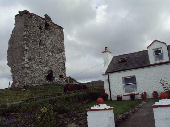 Renvyle, أيرلندا: The olde castel qui explique le nom du bed and breakfast