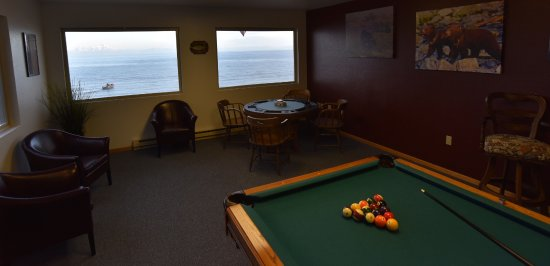 Ninilchik, AK: Billiards and Poker Room with Ocean View