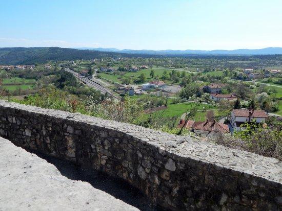 Stanjel, Slovenië: Štanjel. Cerkev sv. Danijela, view from church terrace
