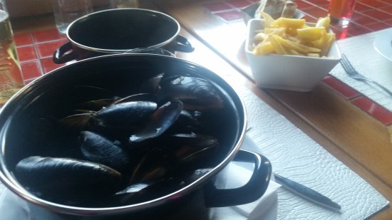 Montchavin, France: Soiree moules frites. Delicieuses