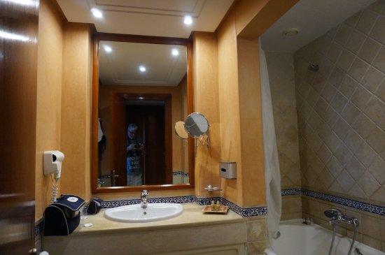 salle d\'eau - Picture of Alhambra Thalasso Hotel, Hammamet ...