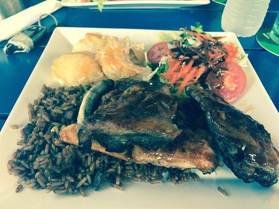 The Palms Restaurant: Este es uno de los restaurantes más tranquilo que e visitado buena atención y buen servicio y ca