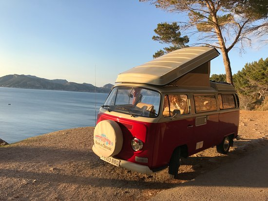 Rent a Classic Mallorca: Sunset on Vin Rouge