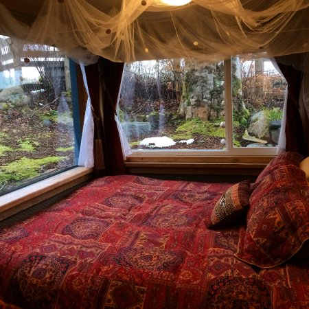 Masset, Canada: Garden View Room, decadently divine and perfectly private.