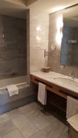 pleiades luxurious villas salle de bain suite parentale - Salle De Bain Chambre Parentale