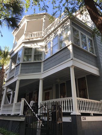 1837 Bed and Breakfast: Charming