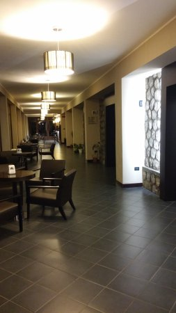 Taverna, Italia: sala d'ingresso, molto curata.
