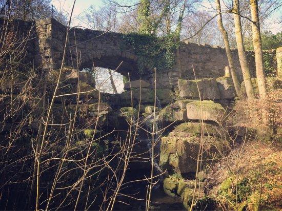 Lancashire, UK: Lovely bridge next to the hall.