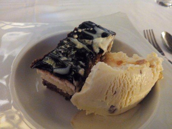 Restaurante Los Santanderinos: Tarta de chocolate de la abuela con helado