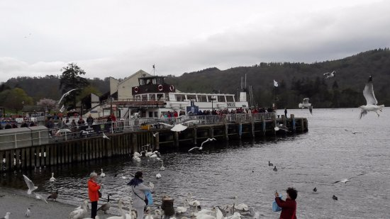 Bowness-on-Windermere, UK: View of the Swan, from our return.