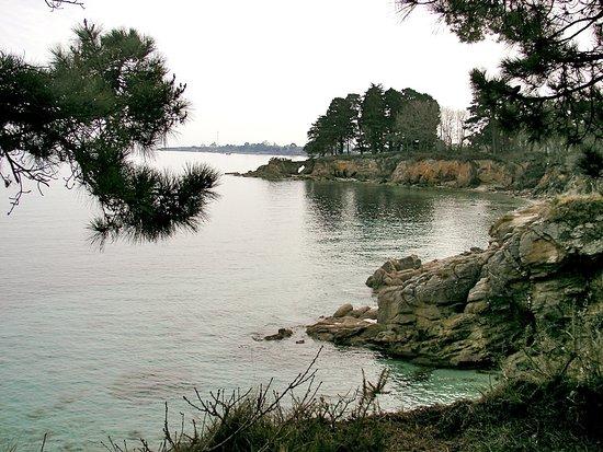 Fouesnant, France: Cap-Coz est une plage magnifique, au fond de la baie de Concarneau : protégée des vents dominant