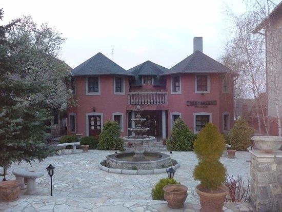 Vila Jugovo S: Красивый дом и внутренний двор