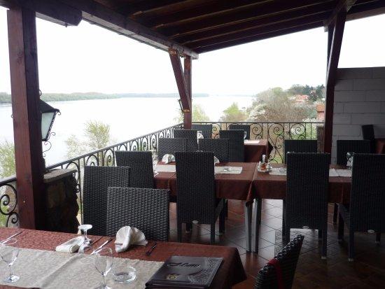 Vila Jugovo S: В ресторане