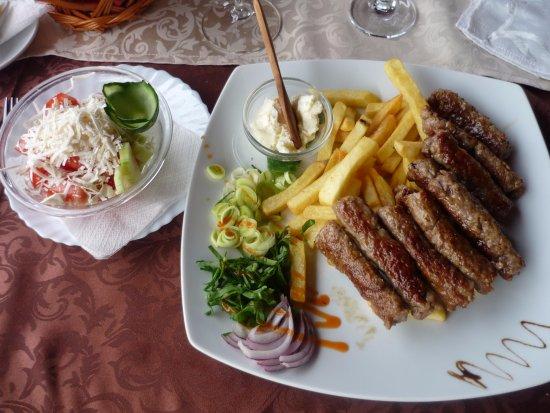 Vila Jugovo S: Чевапчичи и картофель-фри