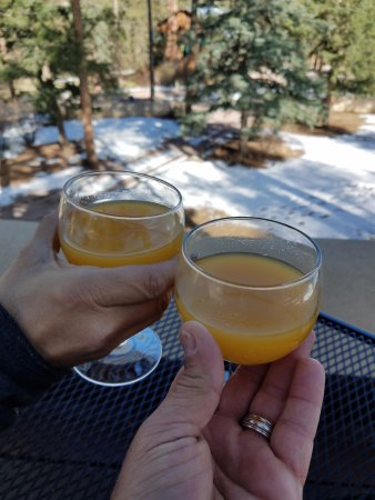 Cascade, CO: Nothing better to start your day than a Mimosa overlooking the beautiful snow capped mountains!