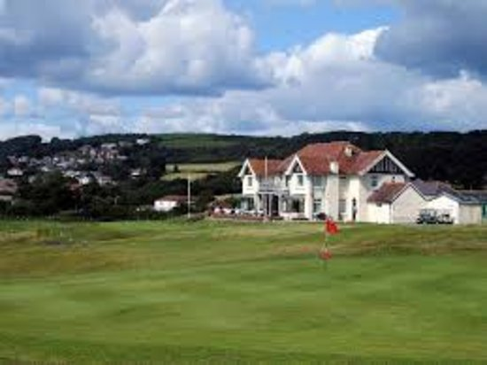 Burry Port, UK: View from back of 18th green
