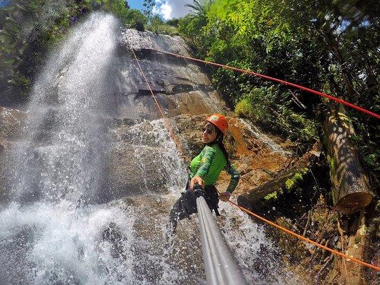 Formosa, GO: Atividade de Cachoeirismo na Cachoeira das Palmeiras