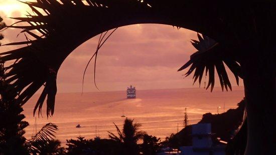 Mont Coffyn : Navire de croisière en partance vers le rêve