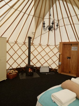 Edingworth, UK: inside the yurt